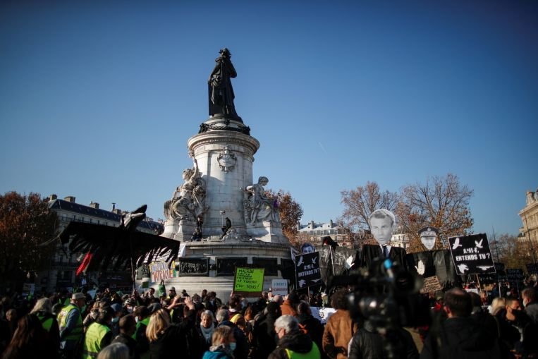 Las protestas contra el proyecto de ley de seguridad en Francia atraen a decenas de miles