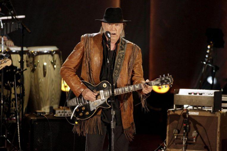 El cantante Neil Young se suma a la cosecha de derechos vendiendo la mitad de su cancionero