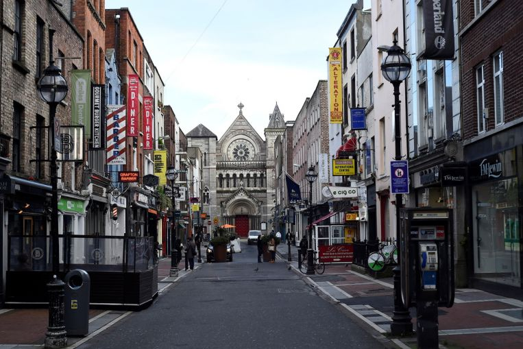Irlanda planea una reapertura gradual, extiende el bloqueo de Covid-19 por un mes