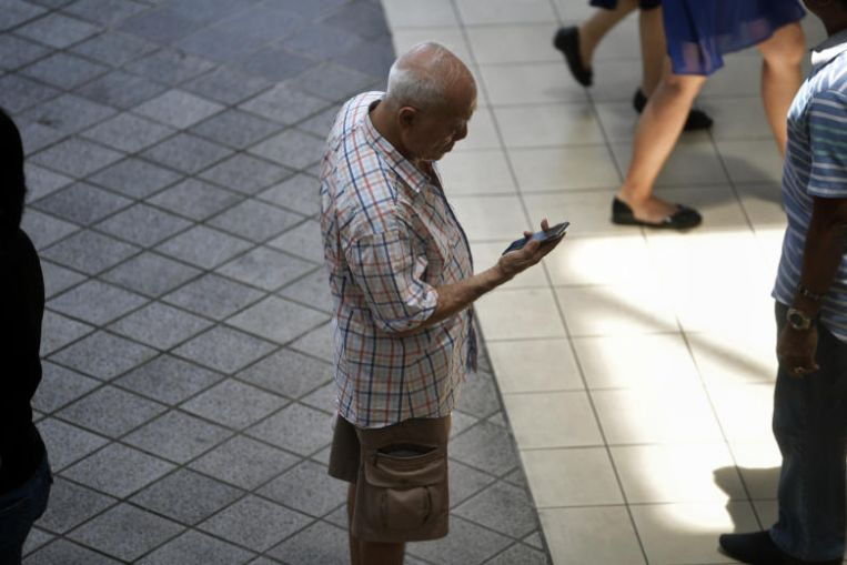 Las personas mayores de bajos ingresos pueden obtener planes de datos móviles que cuestan solo $ 5 al mes