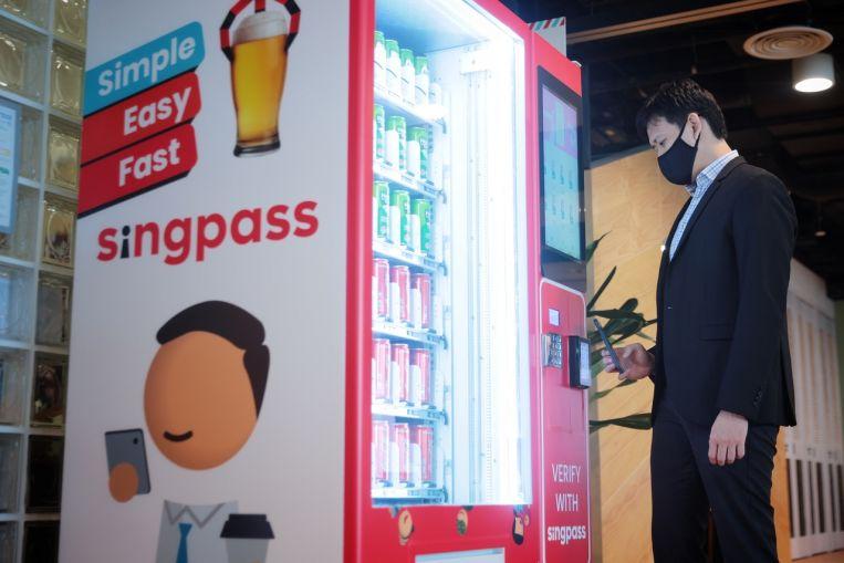 Compre alcohol con SingPass en las máquinas expendedoras pronto;  los usuarios de la aplicación se triplicaron el año pasado