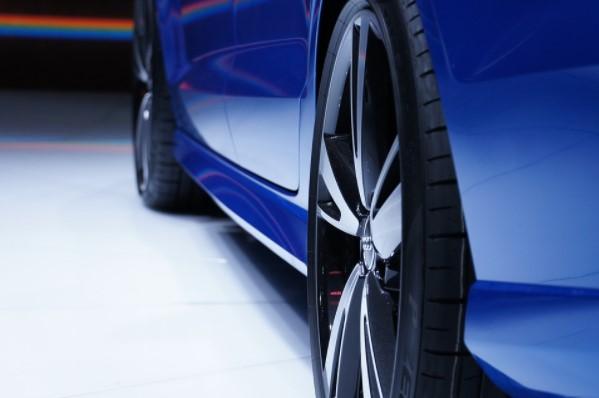 Ruedas de vehiculo azul
