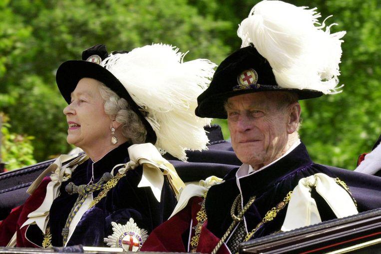 Aristócrata sin raíces, héroe naval: la vida del príncipe Felipe británico en cinco instantáneas