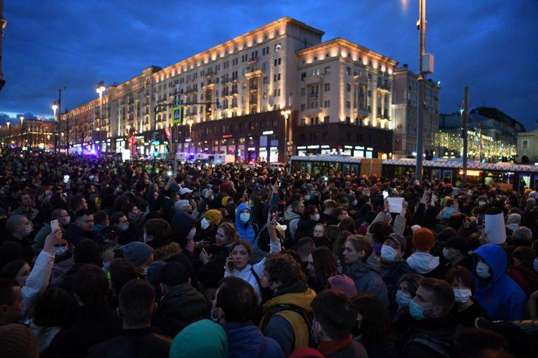 Rusia arresta a más de 1.000 en manifestaciones contra Alexei Navalny, crítico del Kremlin en huelga de hambre