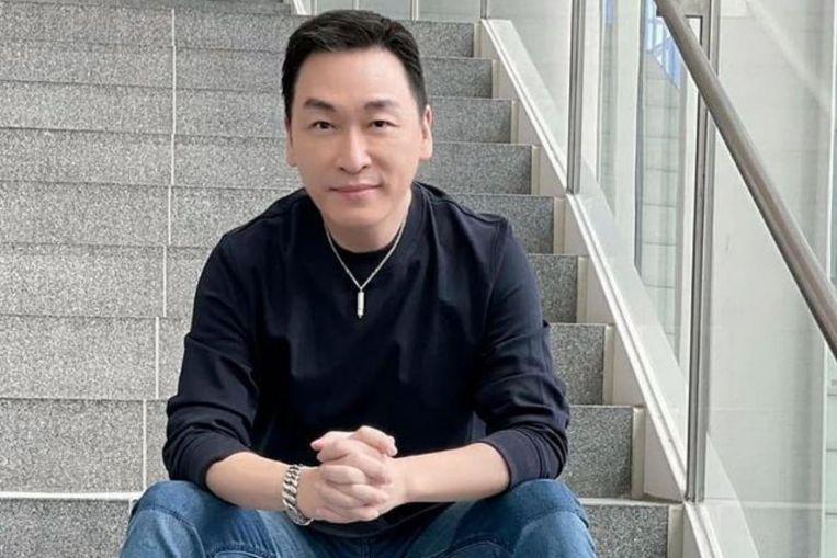 El actor Rayson Tan se salta los premios Star debido a la muerte de su madre, pero le pide a su esposa Chen Liping que asista