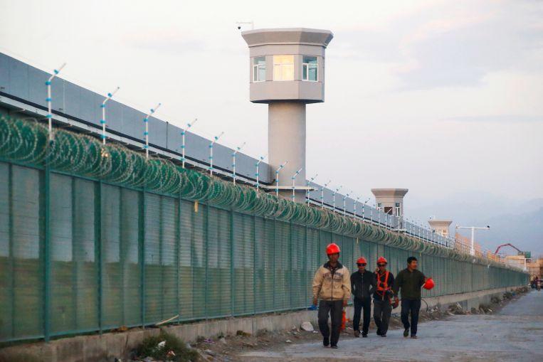 Las ONG presentan una denuncia en Francia contra las empresas de confección por la mano de obra uigur