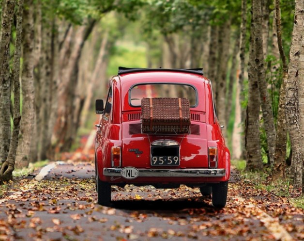 coche clasico rojo